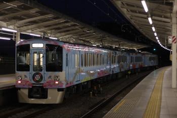 2016年5月5日 19時3分頃、入間市、通過する4009F上り列車。