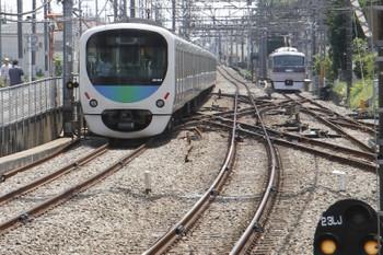 2016年5月15日 11時8分頃、西所沢、奥の引き上げ線にいるのは10102F。左は38104Fの上り回送列車。