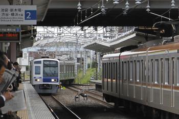 2016年6月1日7時45分頃、清瀬、上り方から2番ホームへ入る12M運用・下り回送列車。