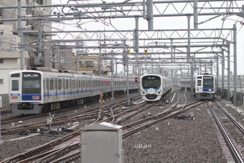2016年6月5日、石神井公園、左から、6501レ(08M)の6154F、出発を待つ上り回送列車となる38116F(フォトコン)、6110Fの6504レ(18M)。