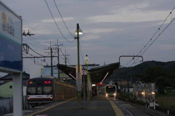 2016年6月17日 18時58分頃、メトロ10024Fの上り回送列車(左)。