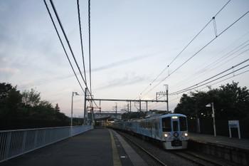 2016年6月18日 19時1分頃、稲荷山公園、4009Fの上り列車が通過。