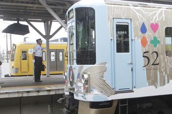 2016年7月9日、所沢、西武新宿からやって来た「52席」4009Fと奥の263F。
