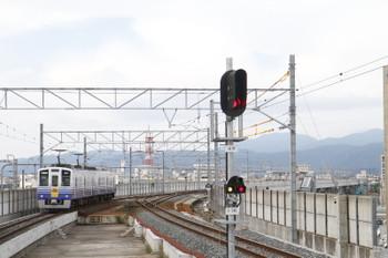 2016年7月10日、福井、発車した下り列車、ホームから100メートル以上先に渡り線があります。