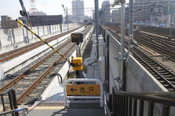 2016年7月11日、新福井、結構 閉じるのが遅い構内踏切。