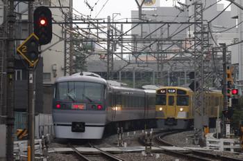 2016年6月22日、高田馬場~下落合、10112Fの120レと2531Fほかの2641レがすれ違い。