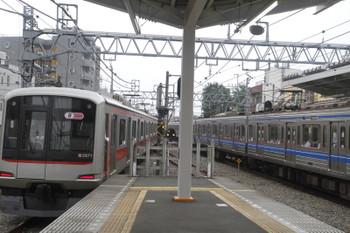 2016年6月30日 8時1分頃、清瀬、4番ホームから引き上げ線へ入る東急5171F。。
