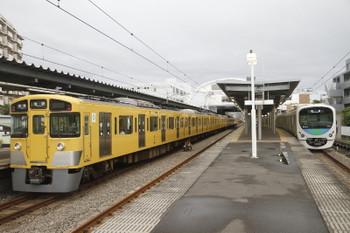 2016年7月9日、東長崎、左が2501F+2503Fの5226レ、右は38112Fの下り回送列車。
