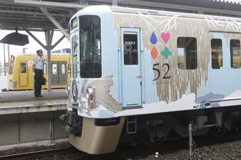 2016年7月9日、所沢、西武新宿から到着した4009F(52席)と6番線の263F。