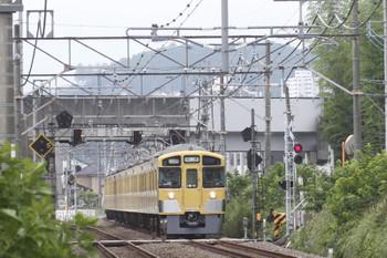2016年7月18日 11時45分頃、元加治~飯能、2063Fの上り回送列車。ここの踏切も灰色でした。