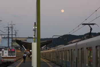 2016年7月19日、元加治、左がメトロ7018Fの25S上り回送列車。