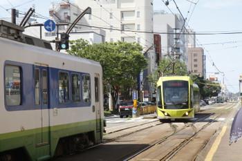2016年7月10日 14時17分頃、市役所前、折り返し越前武生へ向かうF1003と、待ちぼうけの福井駅経由・田原町ゆき777ほか。