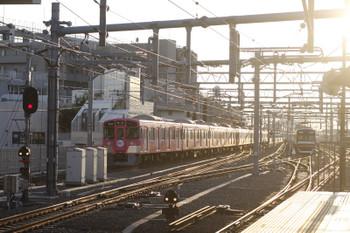 2016年7月29日、石神井公園、9101Fの4317レ。右は6310レで折り返しを待つメトロ10007F。