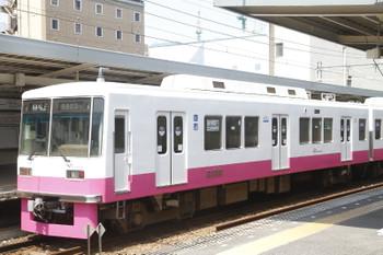 2016年8月14日、千葉中央、新京成8803-1。側窓広告はヘアサロンと店舗・オフィス用エアコン設置・保守会社。