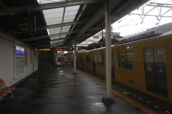 2016年8月22日 15時45分頃、稲荷山公園駅、休憩所として開放された2463F(奥)と立ち入り禁止の2079F。