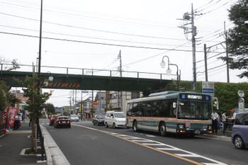 2016年8月28日、武蔵大和駅前、到着した代行バス。