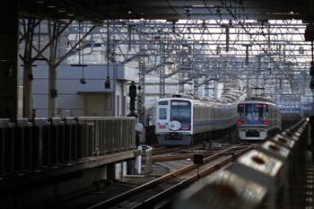 2016年7月31日、武蔵小杉、左が西武6157Fの108151レ(08M運用)。渋谷方で被られたので、横浜方へ発車したところを強引に撮影。これより前のFライナーは渋谷方で微妙に被られていなかったのでダメもとで賭けましたが、ダメだった次第。