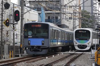 2016年8月3日、高田馬場~下落合、20107Fの2644レと30102Fの2643レ。