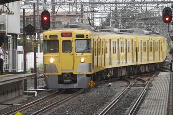 2016年8月20日 11時55分頃、新所沢、2番ホームへ到着する2005Fの回送列車、すでに折り返しの「臨時」表示。