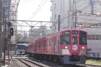 2016年8月25日、高田馬場~下落合、9101Fの2307レ(右)と10108Fの108レ。