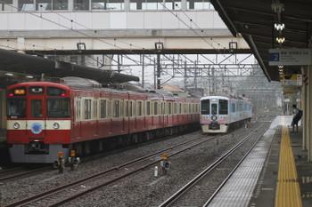 2016年8月28日、仏子、9103Fの2112レを中線で待避する4009F上り回送列車。