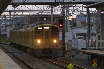 2016年9月3日 17時55分頃、所沢、2番ホームを通過する2545Fの「団体専用」列車。