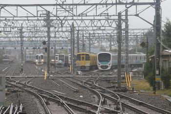 2016年9月4日、保谷、留置車両の横を通って到着する4009Fの上り回送列車。