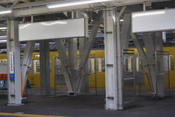 2016年9月5日、西所沢、2・3番ホームの跨線橋の下。