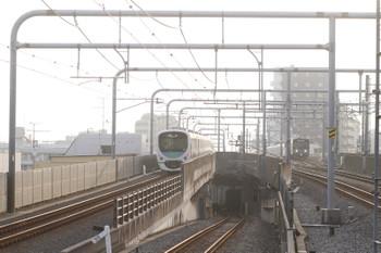 2016年9月17日、練馬、38116Fの上り回送列車(左)と20151Fの5205レ。