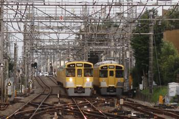 2016年10月9日、西所沢、5363レの2459F+2075F(左)と6163レの出番を引き上げ線で待つ2503F。