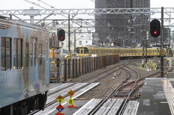 2016年9月19日 11時31分頃、東村山、2049Fの5704レが本川越から2番ホームに入るのを待つ4009F下り列車。