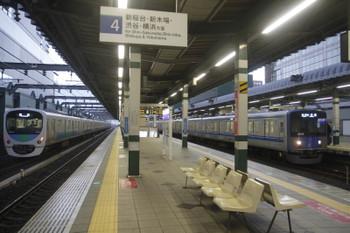 2016年11月12日、練馬、38113Fの上り回送列車(左)と20513Fの5205レ。