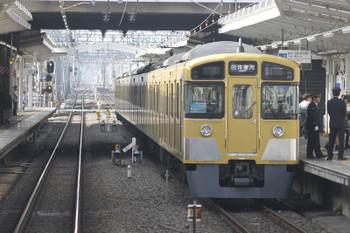 2016年11月13日 13時18分、清瀬、2番ホームに停車中の「同窓会電車」。