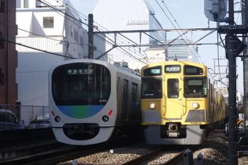 2016年12月5日、高田馬場~下落合、301015Fの4813レと2061F+2417Fの4608レ。。