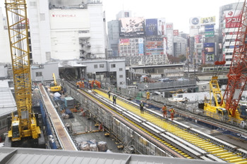 2016年11月19日 11時過ぎ、渋谷~表参道、銀座線の工事現場。