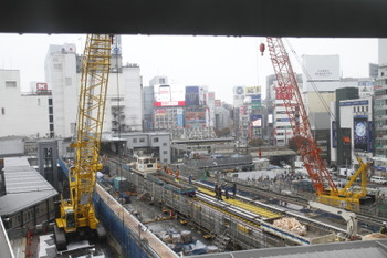 2016年11月19日 12時過ぎ、渋谷~表参道、銀座線の工事現場。