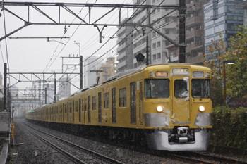 2016年11月24日 8時33分頃、高田馬場~下落合、2007F+2407Fの急行 西武新宿ゆき。