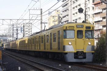 2016年11月25日 8時17分頃、高田馬場~下落合、2007F+2407Fの通勤急行 西武新宿ゆき()20分遅れの2752レ)。