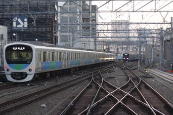 2016年12月9日 6時48分頃、池袋、発車した38105Fの各停 豊島園ゆきとそれを待つ20152Fの上り列車。