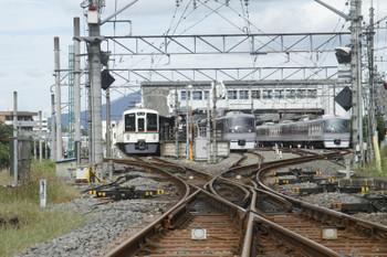 2016年9月25日 12時50分頃、西武秩父、2番ホームで10103Fの臨時特急「ちちぶ」92号が発車を待つ横に、10107Fの定期の特急「ちちぶ」13号が到着。