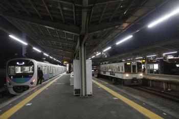 2016年12月10日、小手指、右から4005F+4007Fの2002レ、発車を待つ10102Fの下り回送列車、到着した38109Fの下り回送列車。