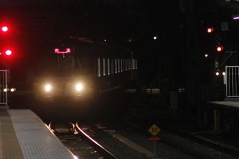 2016年12月12日 6時8分頃、所沢、電留線(W)から4番ホームへ入る20158Fの上り回送列車。 title=