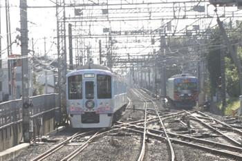 2016年11月6日 8時54分頃、西所沢、引き上げ線で待機する20158Fと4009Fの上り回送列車。