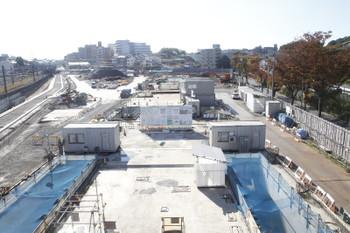 2016年11月12日、横浜羽沢駅、相鉄・西谷駅方向を歩道橋から。