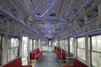 2016年12月13日、外川駅、LEDイルミネーションの3001の車内。