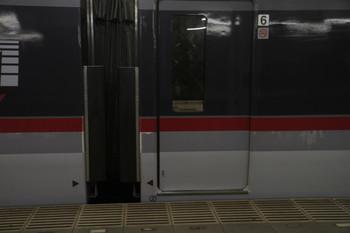 2016年12月23日、入間市、10110Fは全体的に赤帯の下の灰色帯部分にこすれた跡が目立ちました