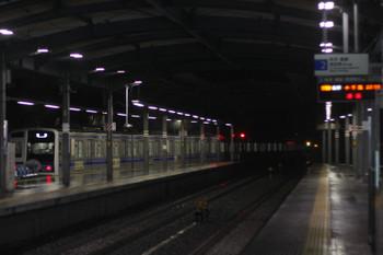 2016年12月22日 23時34分頃、ひばりヶ丘、4番ホームから発車した6158Fの上り回送列車。