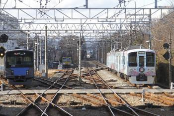 2016年12月23日 13時13分頃、萩山、右が西武遊園地駅から戻って来た4009F。