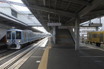 2016年12月23日 11時27分頃、東村山、5番ホームに到着する4009Fの下り列車。