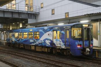 2016年12月27日 16時12分頃、糸魚川、直江津方から16時9分に到着した えちごトキめき鉄道のカラフルな気動車。